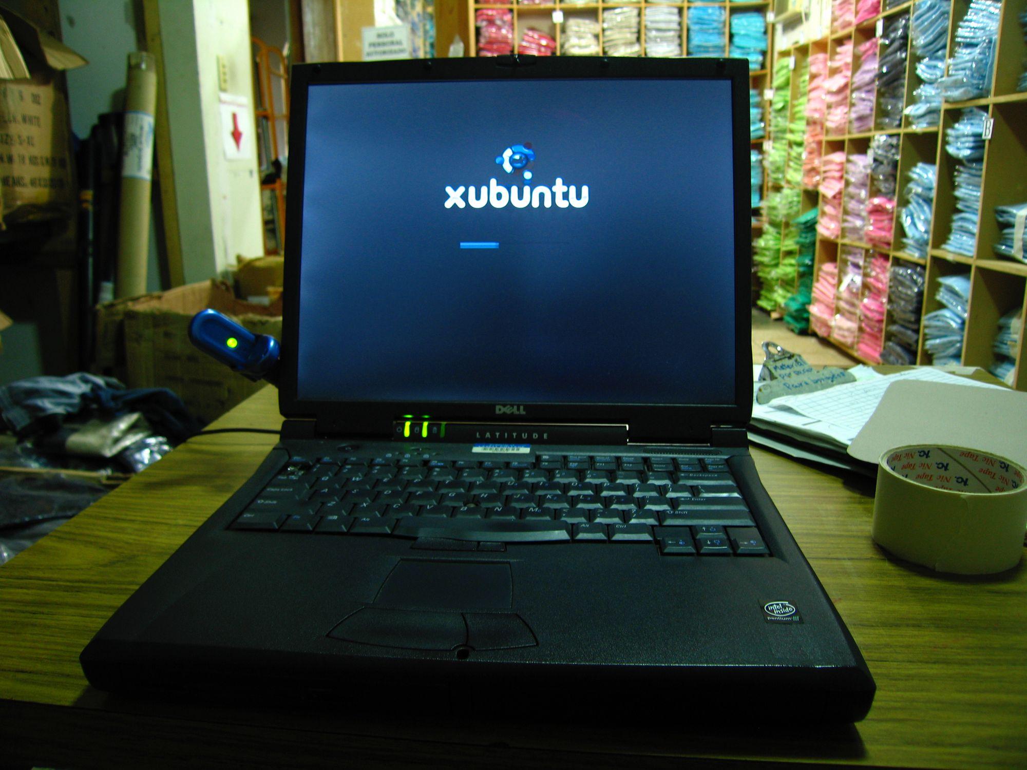 A computer sitting on a desk booting into Xubuntu